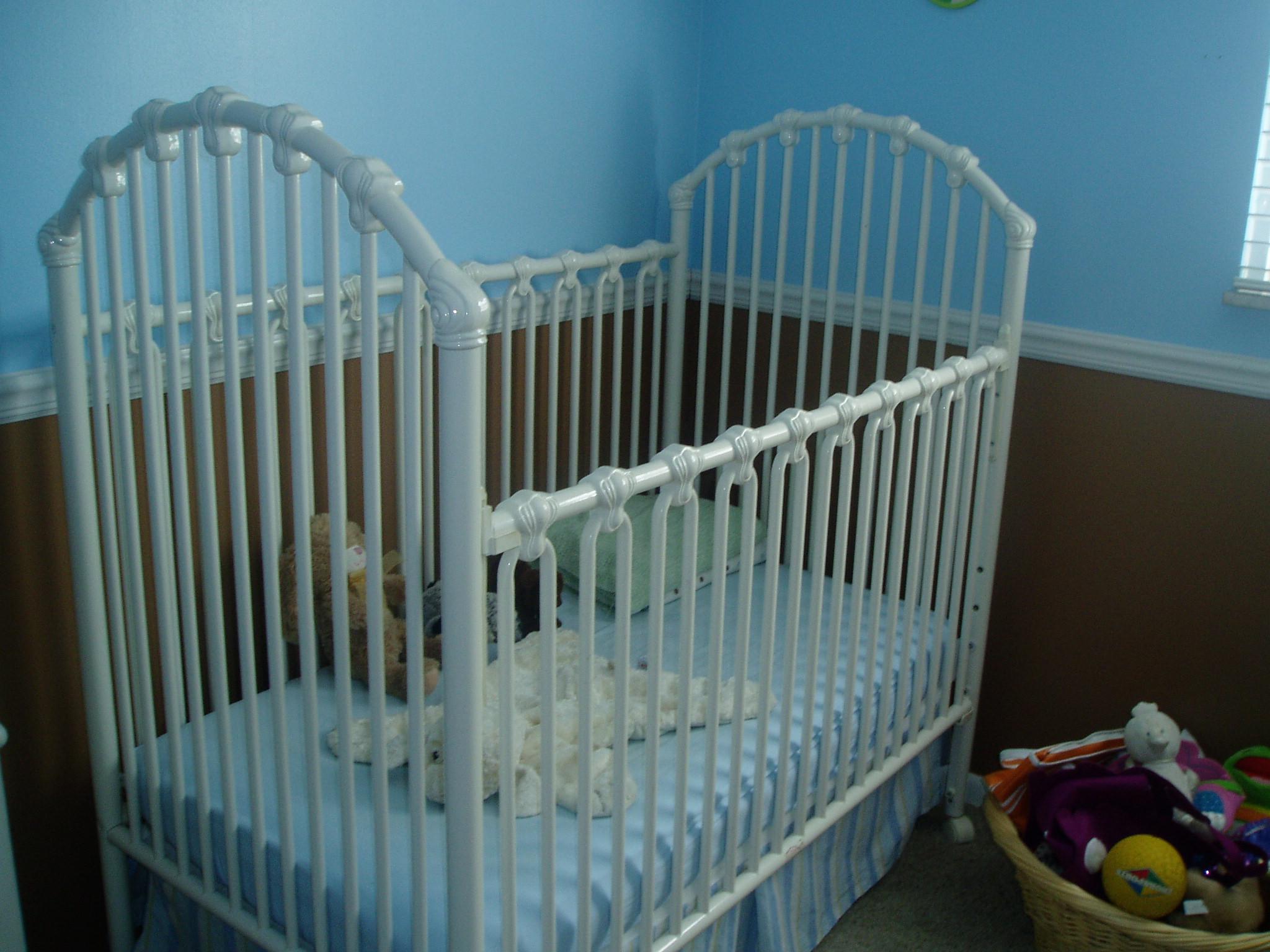 Baby cribs on craigslist - Iron Crib